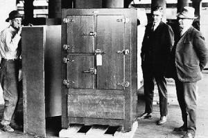первый бытовой холодильник
