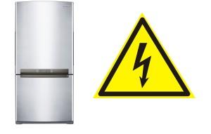 Ощущается ток при касании к металлическим частям холодильника.